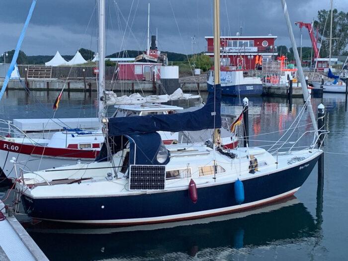 Flying Mogrys on pontoon starboard profile