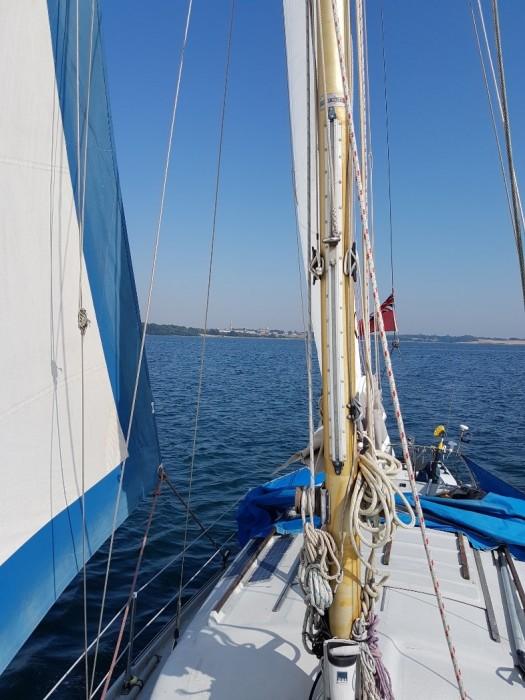 Abijak under sail