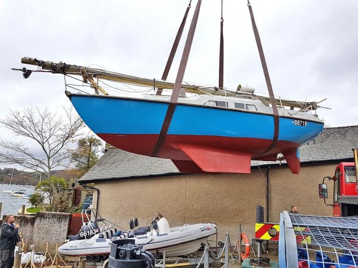 About 4 tonnes total lift. Mast was almost half a tonne